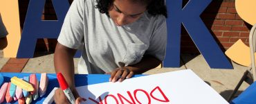 "Augusta University student making ""Thank You"" poster to celebrate ""Thank a Donor Day"""